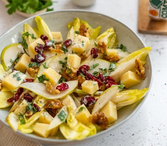 Salade de chicons, poires, noix, canneberges et Comté