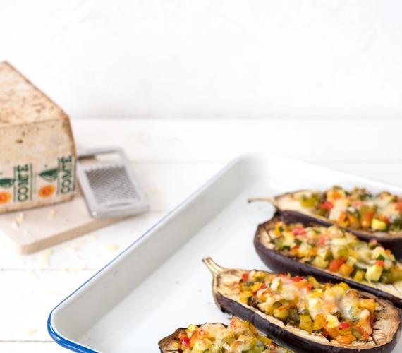 Aubergines au four, farcies de légumes et gratinées de Comté